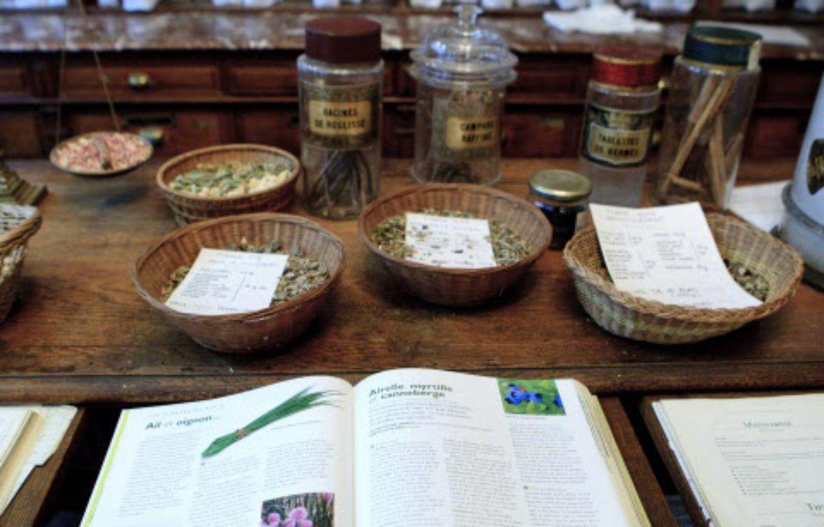 L'herboristerie de la Place de Clichy propose une medecine alternative par l'elaboration de produits a base de plantes, comme les huiles essentielles. –  V.WARTNER/20 MINUTES/SIPA