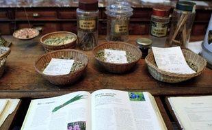 L'herboristerie de la Place de Clichy propose une medecine alternative par l'elaboration de produits a base de plantes, comme les huiles essentielles.