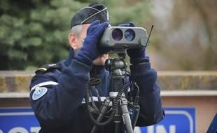 Contrôle de vitesse par la gendarmerie. (Illustration)