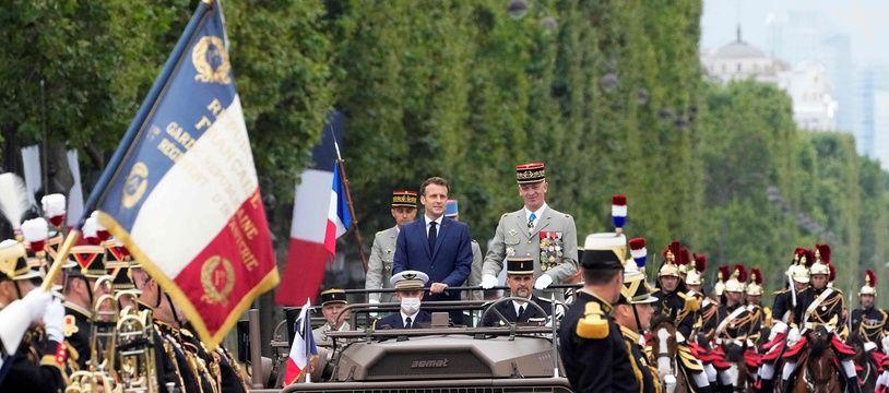 Emmanuel Macron et Francois Lecointre pendant la parade sur les Champs Elysées le 14 juillet 2021.