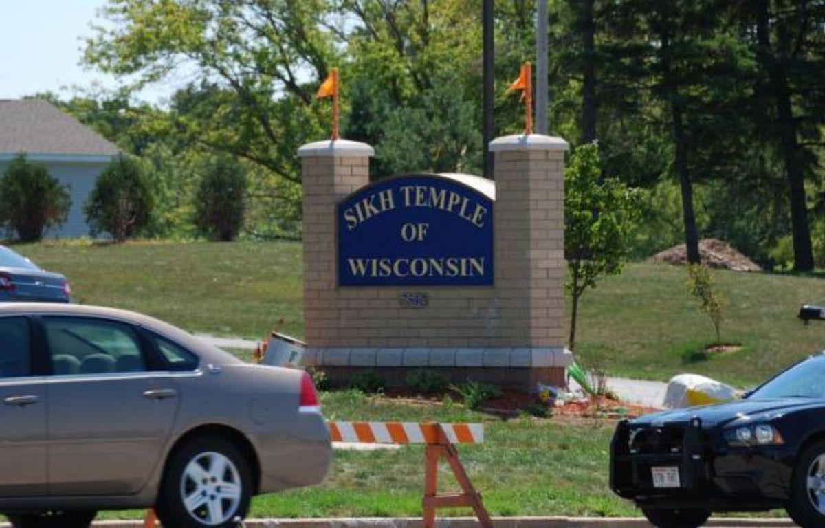 L'auteur de la fusillade survenue dimanche dans un temple sikh d'Oak Creek, dans le Wisconsin, est mort après s'être tiré une balle dans la tête, a annoncé mercredi la police fédérale américaine (FBI). – Mira Oberman afp.com