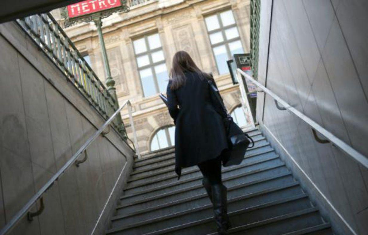 Le gouvernement lance lundi une campagne pour lutter contre le harcèlement des femmes dans les transports, avec des mots crus mais illustrant une réalité devenue banale bien qu'intolérable – Lionel Bonaventure AFP