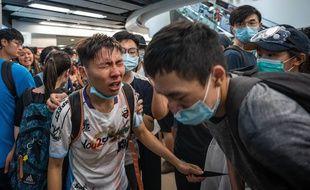 Des manifestants aspergés de gaz lacrymogènes par la police à Hong Kong, le 14 juillet 2019.