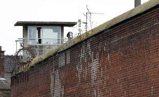 L'administration pénitentiaire veut supprimer les miradors de la maison d'arrêt de Douai pour les remplacer par des caméras.