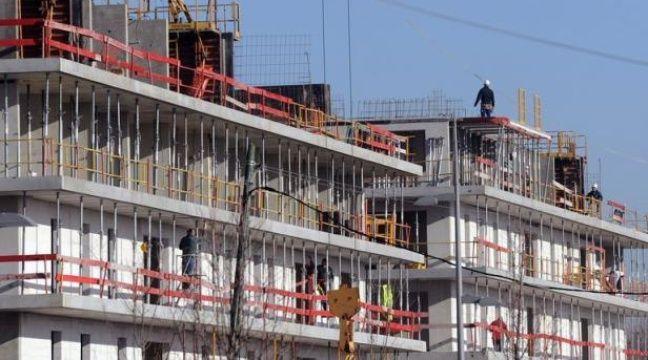 Le coup de frein dans l'immobilier neuf se confirme en France, avec une brutale décélération des mises en chantier et des permis de construire, attribuée par les analystes à la réduction des avantages fiscaux et à l'attente de l'issue de l'élection présidentielle. – Eric Cabanis afp.com
