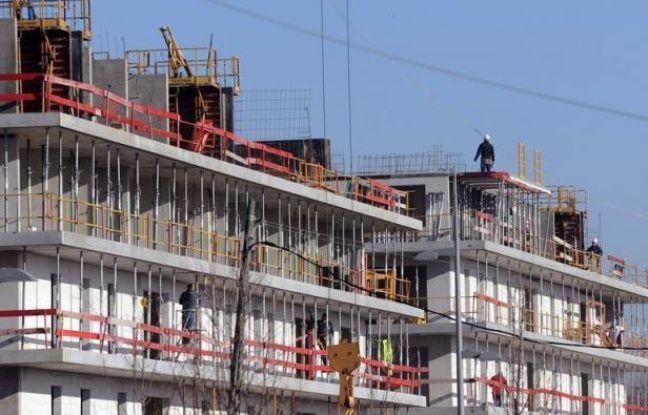 Le coup de frein dans l'immobilier neuf se confirme en France, avec une brutale décélération des mises en chantier et des permis de construire, attribuée par les analystes à la réduction des avantages fiscaux et à l'attente de l'issue de l'élection présidentielle.