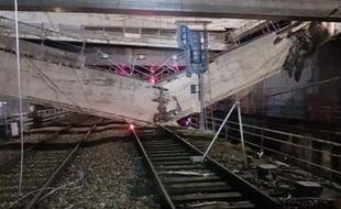 Une poutre s'est effondrée sur les rails du RER C