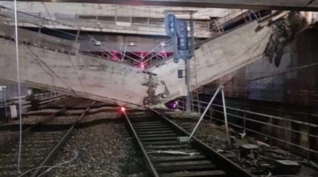 Paris: Une poutre en béton s'effondre sur les rails du RER C