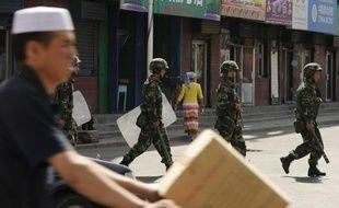 Au moins 21 personnes, parmi lesquelles des policiers, ont trouvé la mort dans des violences mardi dans la région chinoise troublée du Xinjiang, ont annoncé mercredi les autorités.