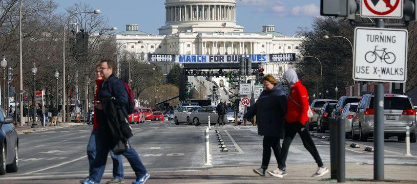 La scène de «March for our lives» est mise en place sur Pennsylvania Avenue, près du Capitole, à Washington, le 23 mars 2018.