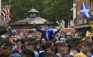 Les supporters anglais et écossais lors de la rencontre entre les deux nations, le 18 juin 2021.