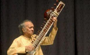 Le maître indien du sitar, Ravi Shankar, qui a influencé de nombreux artistes occidentaux dont Les Beatles et les Rolling Stones, est décédé à l'âge de 92 ans, a-t-on appris mercredi de source officielle.