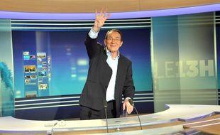 Jean-Pierre Pernaut dit « ciao » au « 13 heures » de TF1 (avec 4 doigts)