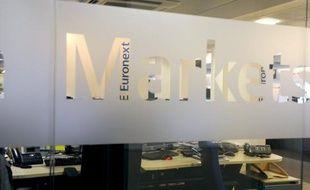 La Commission européenne se prononcera début février sur le projet de fusion entre les opérateurs boursiers NYSE Euronext et Deutsche Börse, jugé inacceptable en l'état dans un document interne, a indiqué mardi à l'AFP une source proche du dossier.