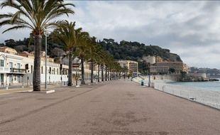 La promenade des Anglais vide, à Nice, le 27 février 2021, lors du week-end confiné localisé et partiel