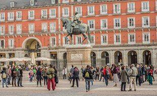 Les touristes, notamment français, sont nombreux à Madrid.