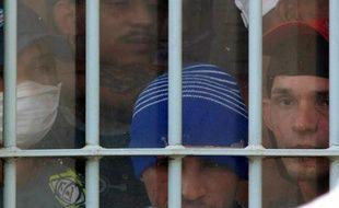 Trois cadavres de détenus décapités, criblés de coups de couteau: la vidéo publiée mardi par un site brésilien révèle l'horreur au quotidien de la prison hors contrôle de Pedrinhas (nord-est du Brésil), l'une des pires du pays.