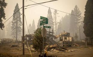 Une intersection détruite par un incendie, dans l'Oregon, le 15 septembre.