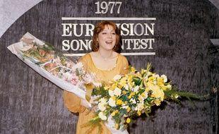 A Londres, Marie Myriam a remporté l'Eurovision 1977 pour la France.