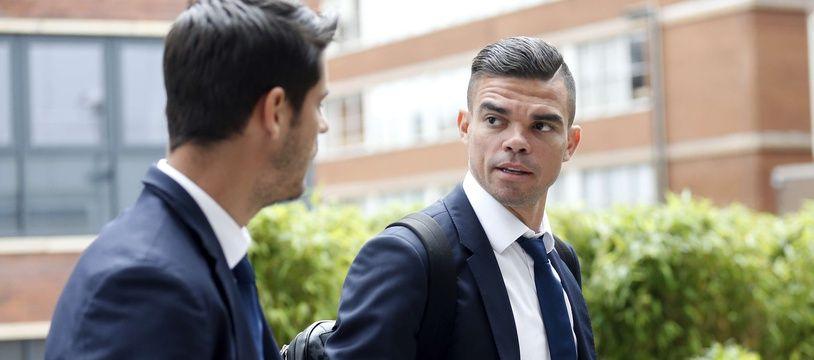 Pepe à son arrivée à Cardiff avec l'équipe du Real Madrid pour la finale de la Ligue des champions, le 2 juin 2017.