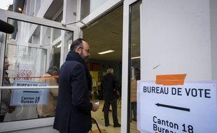 Le Premier ministre français et candidat à la mairie du Havre, Edouard Philippe, vote au premier tour des élections municipales, le 15 mars 2020, au Havre.