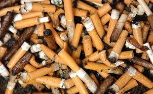 video pollution des m gots de cigarettes qui va payer la facture. Black Bedroom Furniture Sets. Home Design Ideas