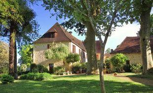 La maison principale de 450 m2 sur la propriété.