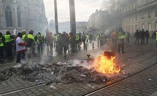 Manifestation des gilets jaunes lors de l'acte 10, devant la mairie de Bordeaux