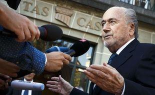 Sepp Blatter face à la presse à son arrivée au TAS, à Lausanne, le 21 avril 2017.