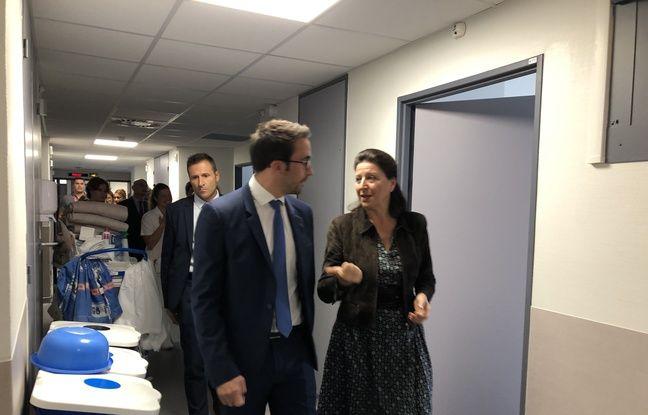Agnès Buzyn et Thomas Mesnier, député chargé de la mission sur les urgences, ont visité les urgences d'Argenteuil qui ont testé plusieurs pistes proches des 12 mesures annoncées par la ministre.