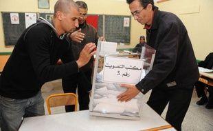 """Les islamistes du Parti justice et développement (PJD) revendiquent plus de cent sièges sur 395 aux législatives de vendredi au Maroc et parlent d'un """"tournant historique""""."""