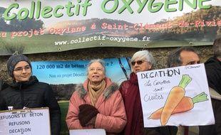 Des militants du collectif Oxygène qui se bat contre l'implantation d'un centre commercial Oxylane près de Montpellier