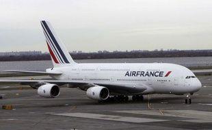 Un appareil de la compagnie Air France, sur la piste de l'aéroport JFK à New-York, en avril 2011