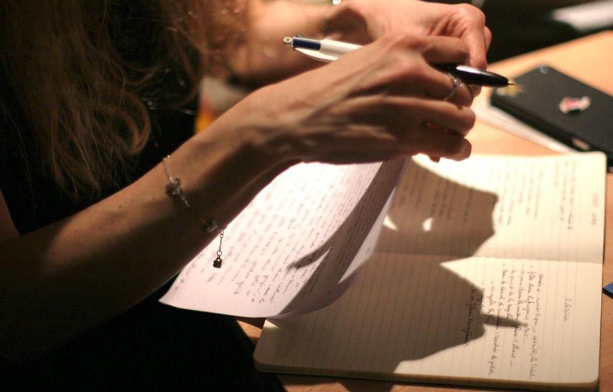 Aux ateliers « Les écrits polissons », on travaille l'écriture de textes érotiques en groupe.  – Ecritspolissons