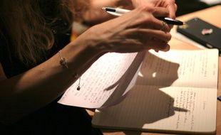 Aux ateliers « Les écrits polissons », on travaille l'écriture de textes érotiques en groupe.