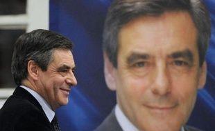 François Fillon domine largement Jean-François Copé chez les sympathisants UMP à deux jours du scrutin pour la présidence de l'UMP, 67% d'entre eux souhaitant voir l'ancien Premier ministre diriger le parti contre 32% pour son adversaire, selon un sondage BVA pour I-Télé diffusé vendredi.