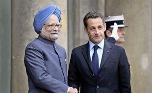 La France et l'Inde ont signé mardi, au cours de la visite à Paris du Premier ministre indien Manmohan Singh, un accord de coopération dans le secteur du nucléaire civil qui ouvre la voie à la vente de réacteurs français sur le marché indien, a annoncé la présidence française.