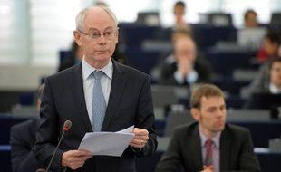 Les dirigeants européens se retrouvent au chevet de la croissance mercredi soir à Bruxelles mais les désaccords du couple franco-allemand sur la relance et les euro-obligations, le naufrage qui menace la Grèce et la fragilité des banques espagnoles laissent présager des discussions tendues.
