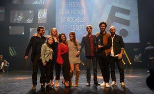 L'équipe de la série Mental, lauréate du prix de la meilleure série dans la catégorie 26 minutes, 21e Festival de la fiction TV de La Rochelle, le 14 septembre 2019.