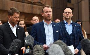 Steve Walters, Micky Fallon et Chris Unsworth (de g. à d.), trois des anciennes victimes de l'ex-entraîneur de football Barry Bennell, condamné à 30 ans de prison pour sévices sexuelles sur mineurs, le 19 février 2018.