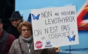 De nombreuses personnes affirment souffrir d'effets secondaires avec la nouvelle formule de Levothyrox