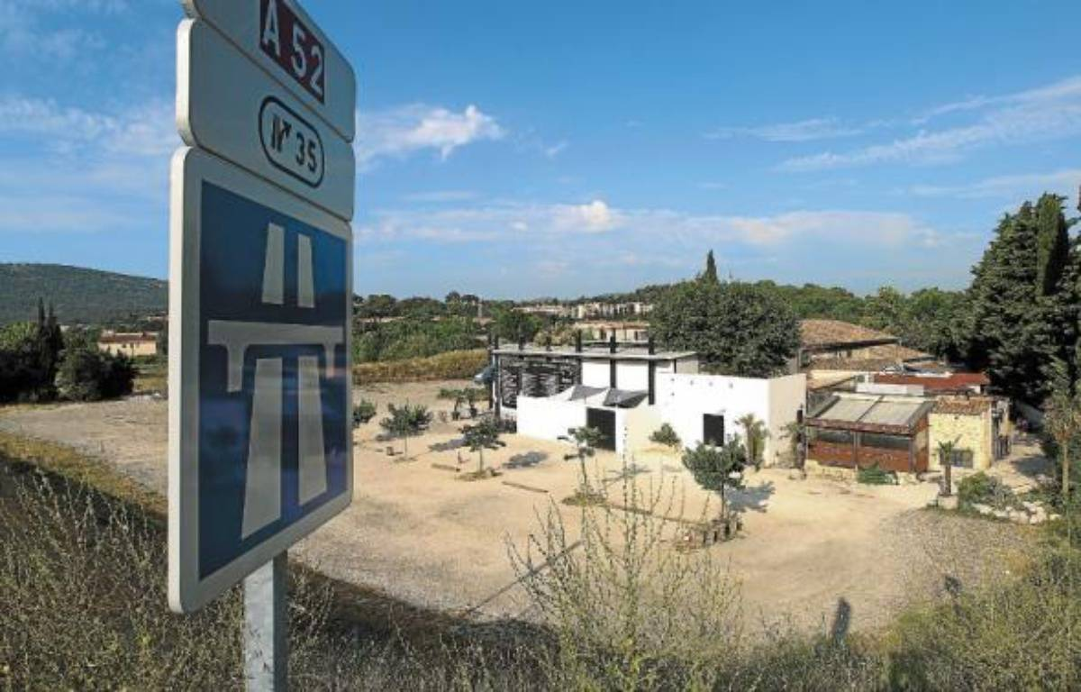 La boite de nuit «Alta Rocca» à Gémenos est située à quelques mètres de l'autoroute. –  p.magnien / 20 minutes