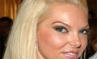 Jasmine Fiore, 28 ans, a été retrouvée morte samedi 15 août 2009. Son ex mari, Ryan Jenkins, a été inculpé de meurtre et est activement recherché par les polices américaine et canadienne.