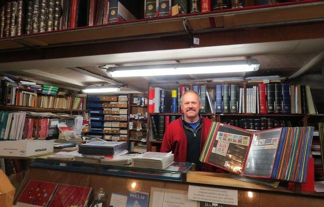 Jean-Jacques Gaudin, co-gérant de la Bourse aux timbres à Nantes.