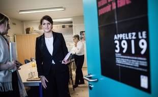 Marlène Schiappa en visite dans un centre d'appel dédié aux victimes de violences , le 25 novembre 2017.