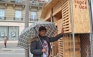 La trouvaille du jour de Fatoumata: un parapluie neuf.