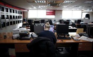 Des syndicalistes d'entreprises aussi variées que la RATP, la Ville de Paris, France Télécom ou le groupe L'Oréal ont lancé un appel pour réduire l'exposition aux ondes électromagnétiques sur le lieu de travail, a-t-on appris mercredi auprès de l'un des signataires.