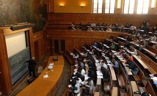 Un des amphithéâtres de l'université parisienne de la Sorbonne
