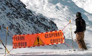 Ilustration d'un skieur passant en domaine hors piste.
