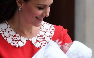 Kate Middleton et son troisième enfant le 23 avril 2018 devant la maternité du St Mary's Hospital à Londres.
